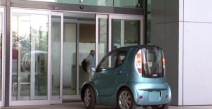 بالصور.. أصغر سيارة كهربائية فى العالم
